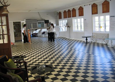 Manly-Yacht-Club-hall-decorated-with-checked-floor